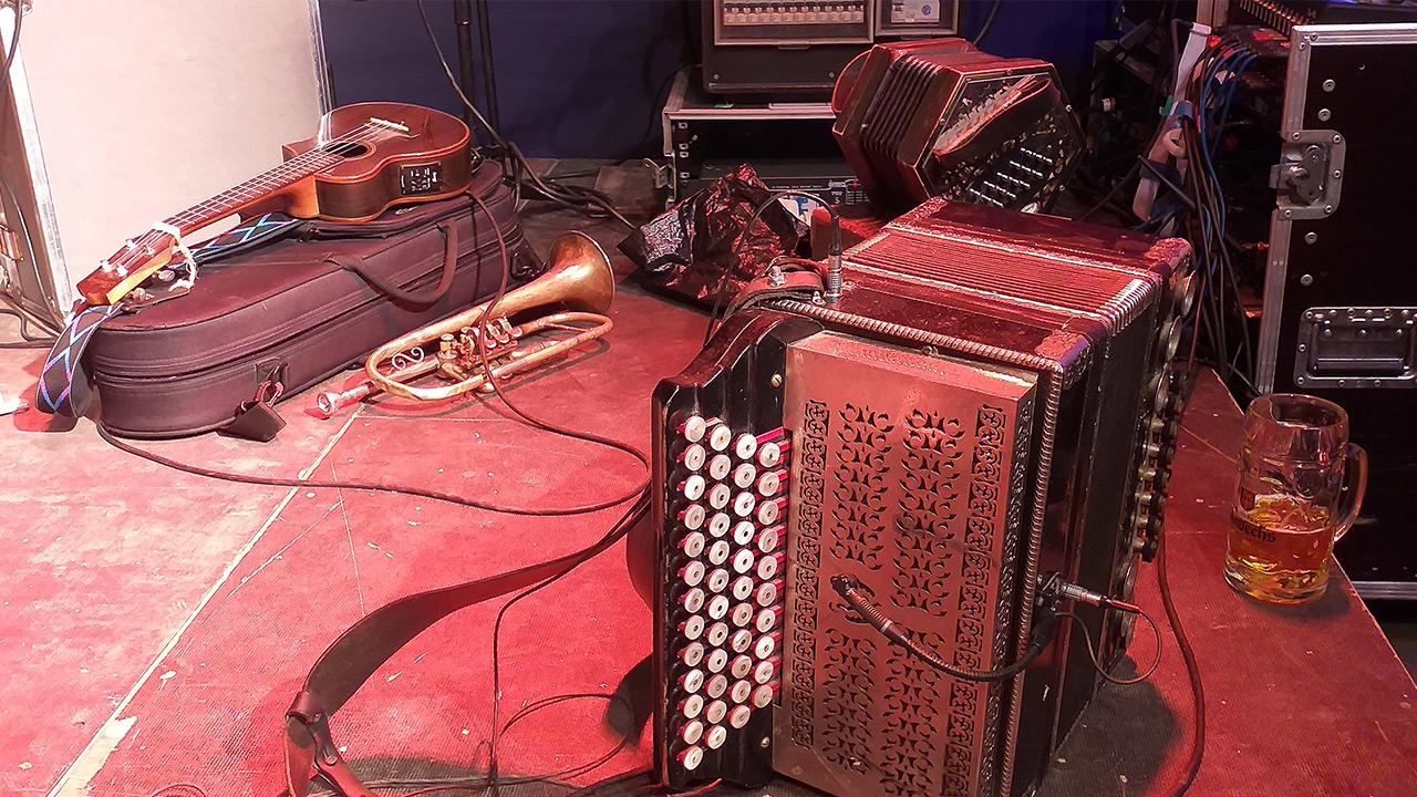 Instrumenten-still in rot